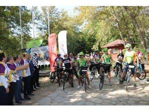 """Vali Canalp: """"3 Nehir 1 Şehir Projesi' kapsamında kente 30 kilometrelik bisiklet yolu kazandırılacak"""""""
