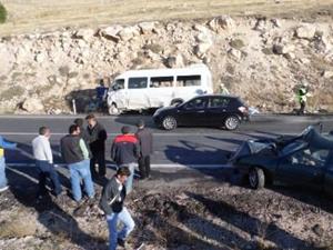 Katliam gibi kaza: 4 ölü, 20 yaralı