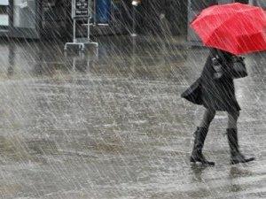 İstanbul'a yağmur yağdı, yollar kapandı