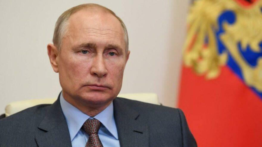 Putin'in partisi oy kaybetti ama seçimi kazandı