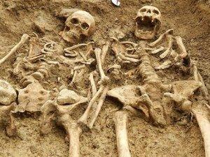 700 yıllık iskeletler el ele bulundu!
