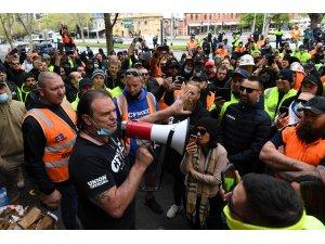 Avustralya'da inşaat işçilerinin aşı karşıtı protestosu nedeniyle şantiyeler kapatıldı