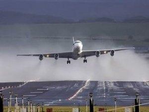 Şiddetli fırtına uçak seferlerini de etkiledi!