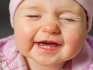 Bebeğinizin gözleri sürekli yaşarıyor mu?İşte nedeni...