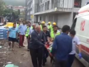 İstanbul'da fırtına nedeniyle okul çatısı havaya uçtu!