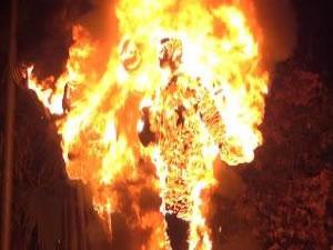 Atatürk'ün heykelini ateşe verdiler!