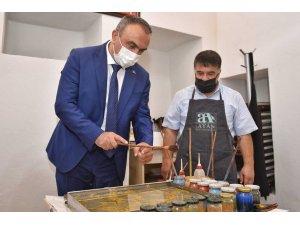 Vali Soytürk,  KİTAM'da el sanatlarını inceledi