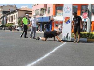 Fenalaşan ve yarışmayı emekleyerek kazanan koşucu, sağlığına kavuştu