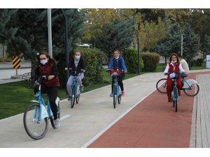 Başkentliler Avrupa Hareketlilik Haftası'nda bisiklet turu yaptı