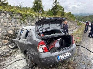 Yolcu otobüsüyle çarpışan otomobilde ölenler komiser yardımcısı ve eşi çıktı
