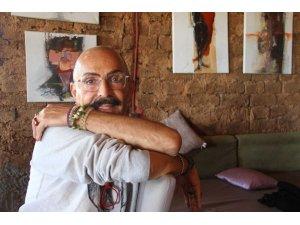 Ünlü modacı Cemil İpekçi, Sonsuz Şükran Köyü'ndeki kerpiç evini atölyeye dönüştürecek