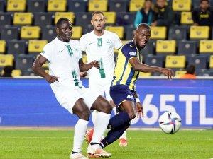 Süper Lig: Fenerbahçe: 1 - GZT Giresunspor: 0 (İlk yarı)