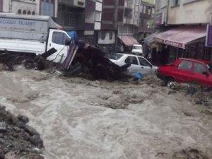 Gaziantep'te sel bir ev yıkıldı!