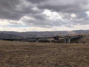 Sarıkamış-Horasan karayolunda yol çalışmaları sürüyor