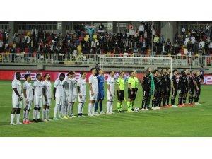 Süper Lig: Altay: 0 - Beşiktaş: 0  (ilk yarı)