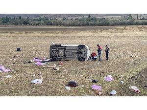 Kontrolden çıkan hafif ticari araç devrildi: 2 ölü, 3 yaralı