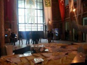 İstanbul Üniversitesi'nde arbede!