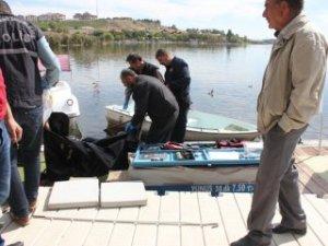 Mogan Gölü'nde tekne oltasına erkek cesedi takıldı!