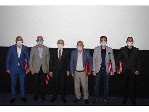 Vali Demirtaş, 'Akif' filmini öğrencilerle izledi