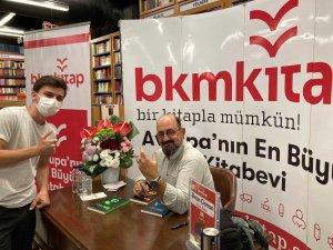 Akademisyen yazar Sinan Canan, BKM Kitap Özlüce'de okurlarıyla buluştu