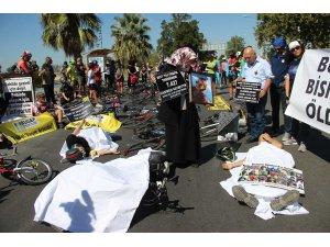İzmirli bisikletçilerden kefenli eylem