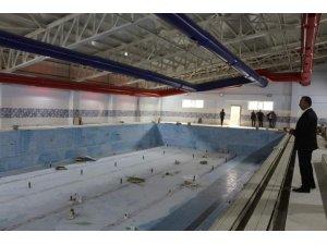 Şemdinli'deki yarı olimpik yüzme havuzu bitme aşmasına geldi