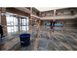 Kars'ta damlayan üniversite hastanesine kovalı önlem