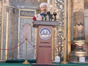 """Diyanet İşleri Başkanı Erbaş: """"Ayasofya ve Sultanahmet Camii'nin minarelerinden karşılıklı okunan ezanların milletimizin gönlünü nasıl coşturduğunu hep birlikte idrak ediyoruz"""""""
