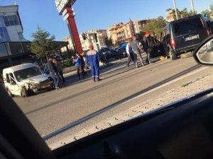 Polatlı'da iki ticari araç kafa kafaya çarpıştı: 4 yaralı