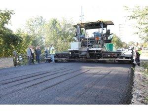 Köylerde asfalt çalışmaları devam ediyor