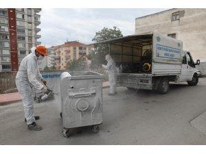 Günde 400 ton çöp topluyorlar, şehri foşur foşur yıkıyorlar