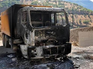 Karakol'a malzeme taşıyan araç PKK tarafından yakıldı!