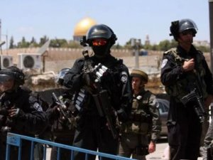 İsrail polisinden Filistinlilere engel!