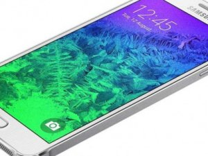 iPhone katili Galaxy Alpha satışa sunuldu!