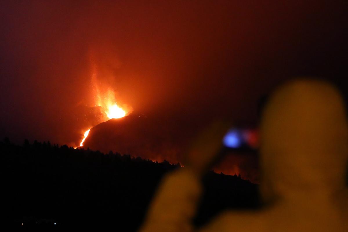 Cumbre Vieja Yanardağı'nın lavları nedeniyle La Palma Adası'nda 800 kişi daha tahliye edildi