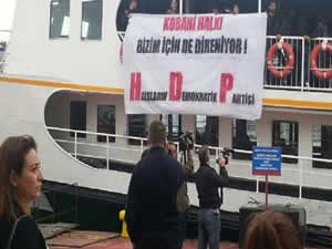 İstanbul'da HDP'li bir grup Kadıköy vapurunu işgal etti