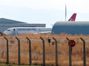 Erzurum'da yolcu uçağı pistten çıktı!