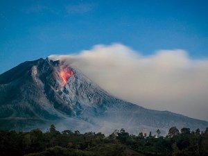Sinabung Yanardağı'nda korkutan patlama