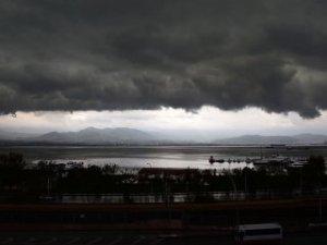 Kocaeli'nin üzerine kara bulutlar çöktü!