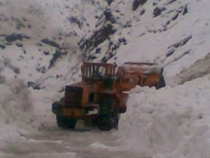 27 köy yolu kardan kapandı!
