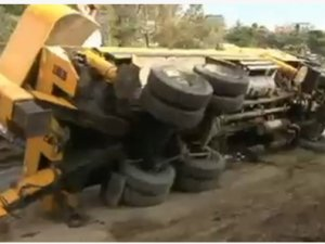 Vinç devrildi Boğaziçi Köprüsü yolu trafiğe kapandı