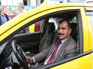 100 bin lirayı teslim eden taksiciye ödül