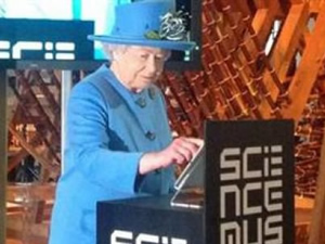 Kraliçe Twitter'da