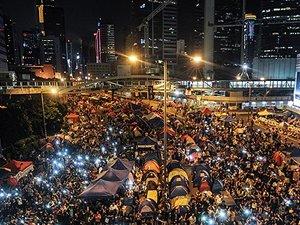 Hong Kong'da protestocular oylama kararı aldı