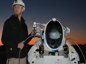 Uzaydan 41 km atlayarak rekor kırdı