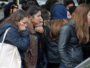 Kazada ölen üniversiteliler toprağa veriliyor