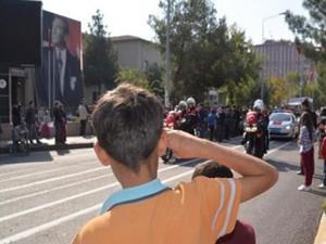 Diyarbakır'da yürüyen askerin dikkat çeken sloganı