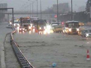 İstanbul'da trafik felç oldu!