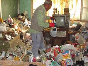 Evinden 5 kamyon çöp banka hesabından 121 bin lira çıktı