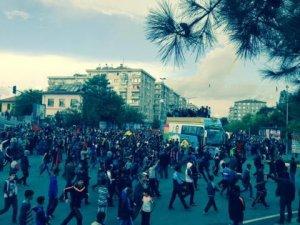 Diyarbakır'da Ayn-el Arab (Kobani) yürüyüşü başladı